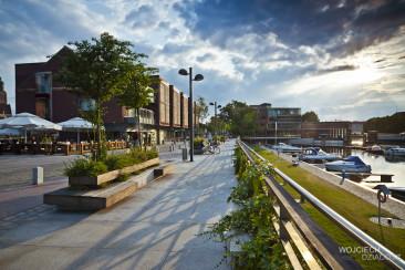 Chodnik w mieście - zdjęcie architektorniczne.