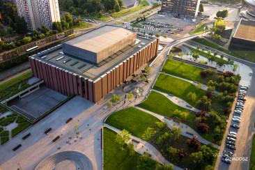 Fotografia lotnicza budynku na terenie Krakowa.