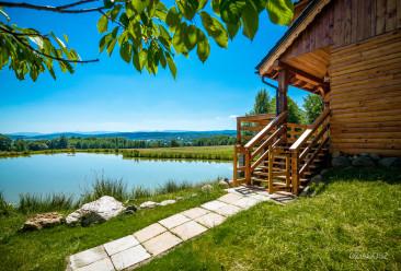 Folwark Wrzosowka widok na jezioro.