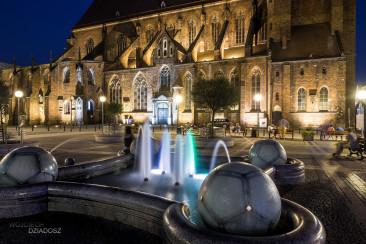 Fotografia architektury fontanny w Wrocławiu.