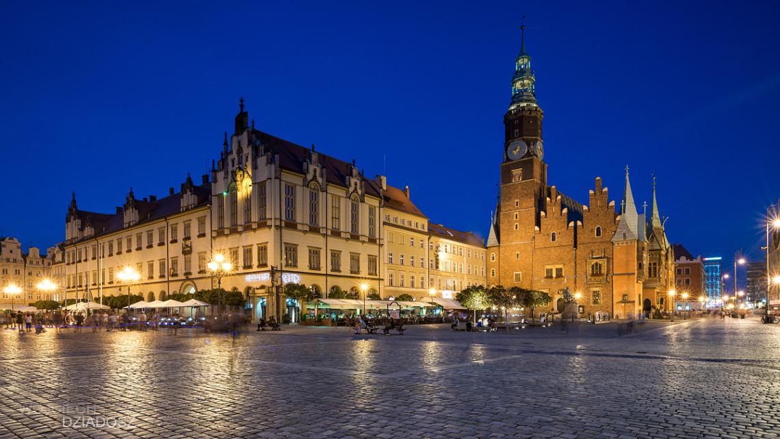 Fotografia architektury wykonana z aparatu w Wrocławiu.